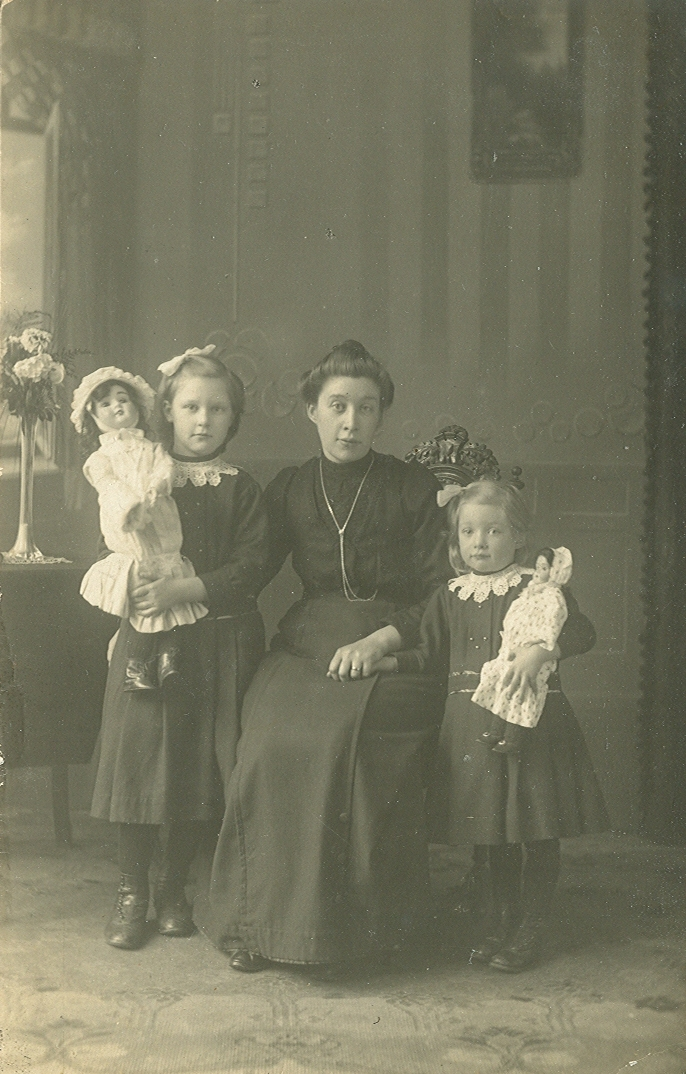 Barbara Margaretha Schoots (1906-1991), Barbara Helena van Meeteren, Constantia Helena Barbara Schoots (1911-1949)