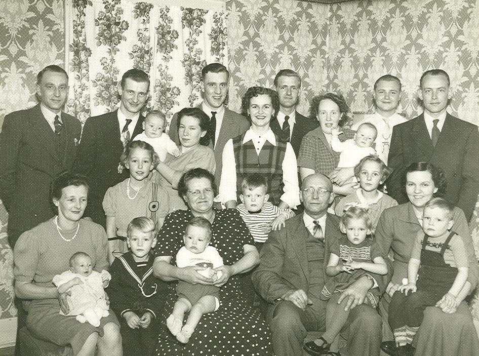 Geertruida Kuus (1901-1986), Lammert Jan Hofstede (1901-1992) met kinderen en kleinkinderen
