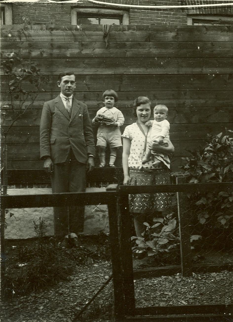 Jillis Adrianus Brouwer (1903-1984), Jillis Adrianus Brouwer (1926-1977), Barbara Margaretha Schoots (1906-1991), Marinus Maria Brouwer (1927-2017)