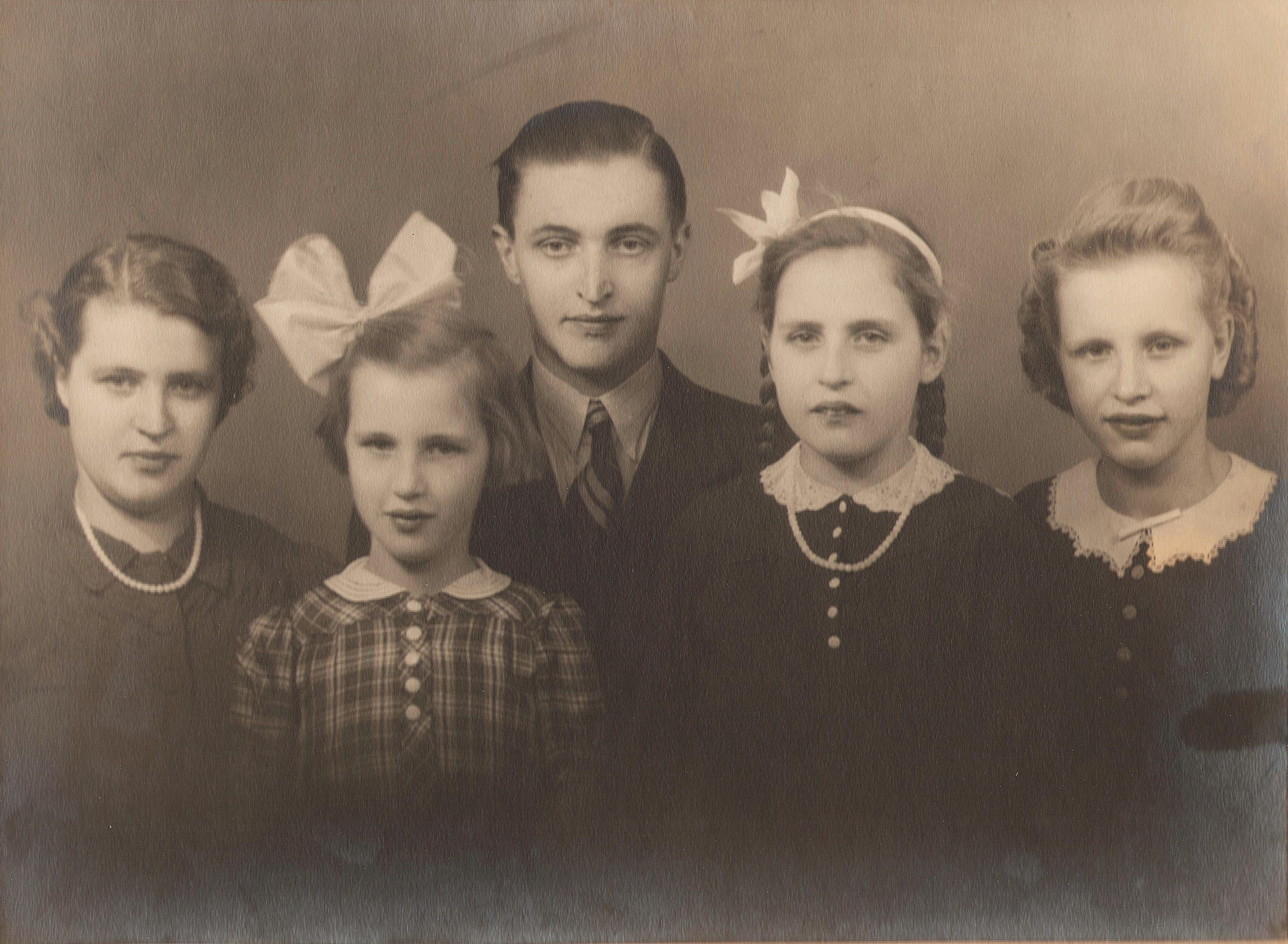 Geertruida Gaasbeek (1921-2002), Gijsberta Bernardina Gaasbeek (1933-2013), Hendrik Gaasbeek (1920-1990), Wilhelmina Gijsberta Gaasbeek (1929-2005), Gerarda Wilhelmina Gaasbeek (1928-2015)